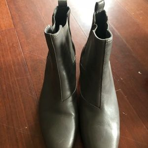 Light gray leather above ankle boots size 5m